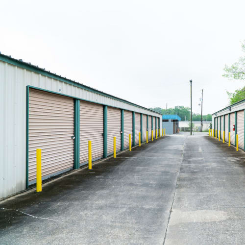 Outdoor storage units at Red Dot Storage in Baton Rouge, Louisiana