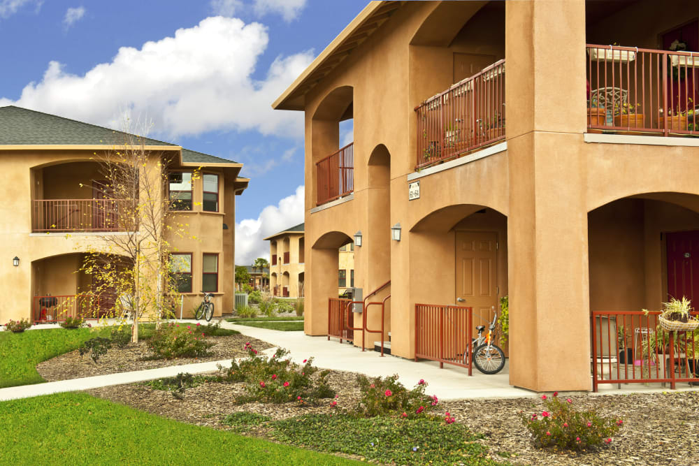Courtyard with walking paths at Villa Risa Apartments in Chico, California