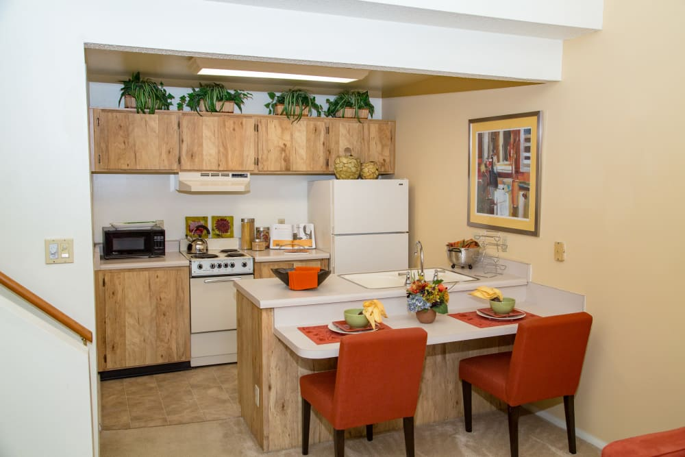 Dining room at Sunbrook Apartments in Saint Charles