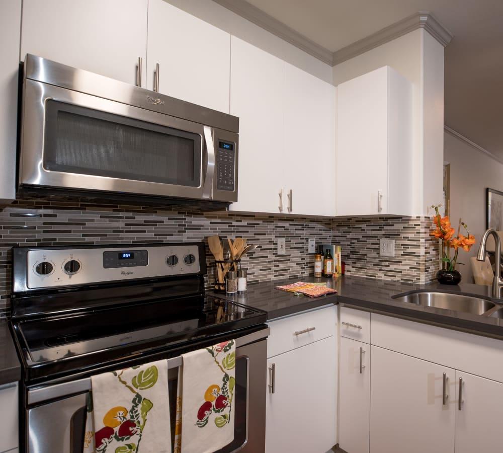 Platinum apartment kitchen at Park Central in Concord, California