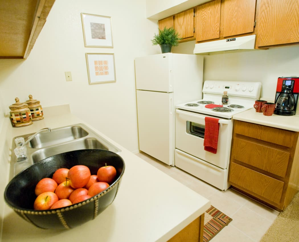 Fully equipped kitchen at Boulder Ridge in Tulsa, Oklahoma