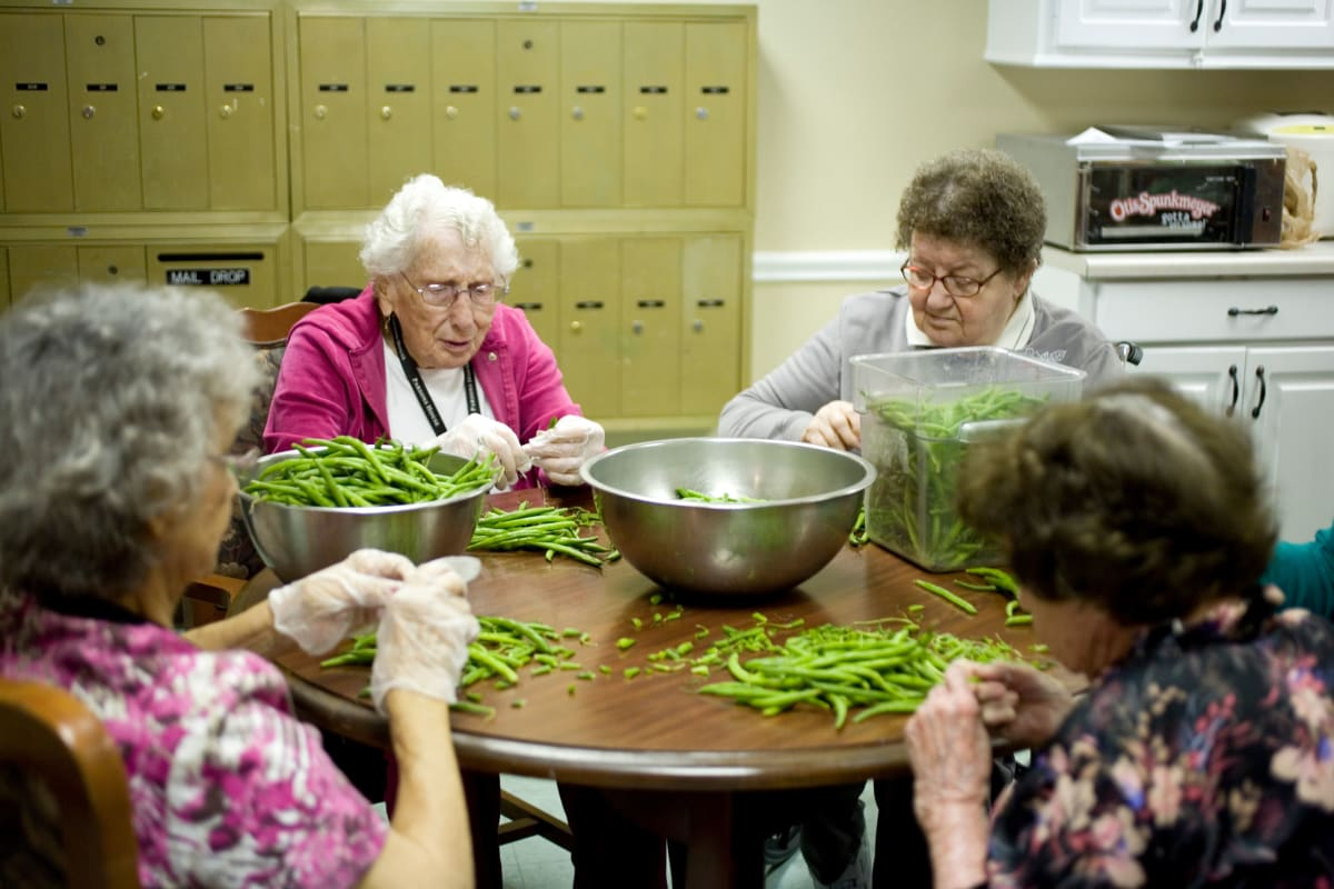 Residents cooking at Parsons House La Porte in La Porte, Texas