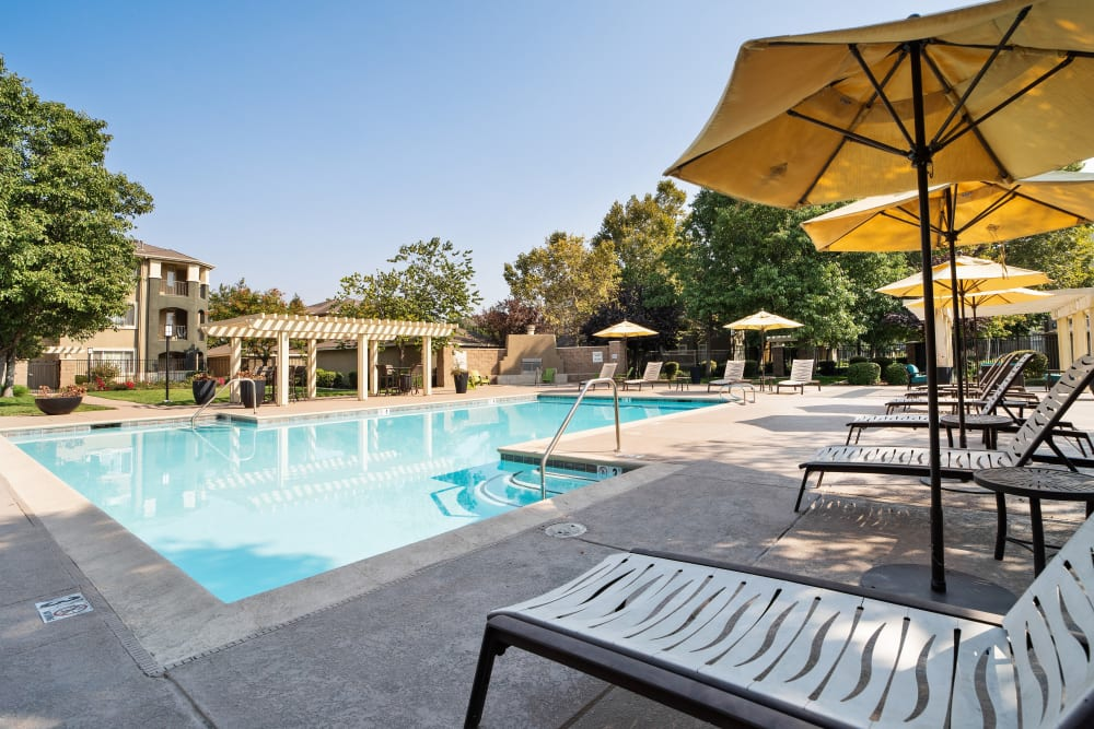 A gorgeous swimming pool at Cross Pointe Apartment Homes in Antioch, California