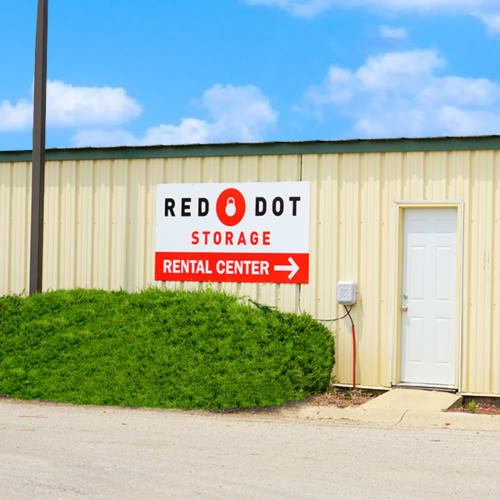 Sign pointing to rental center at Red Dot Storage in Rockford, Illinois