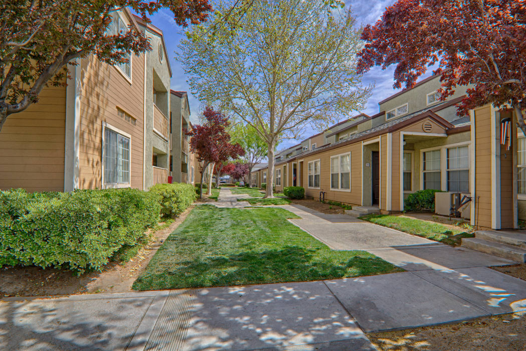 View of Cordova Park Apartment Homes courtyard in Lancaster, CA