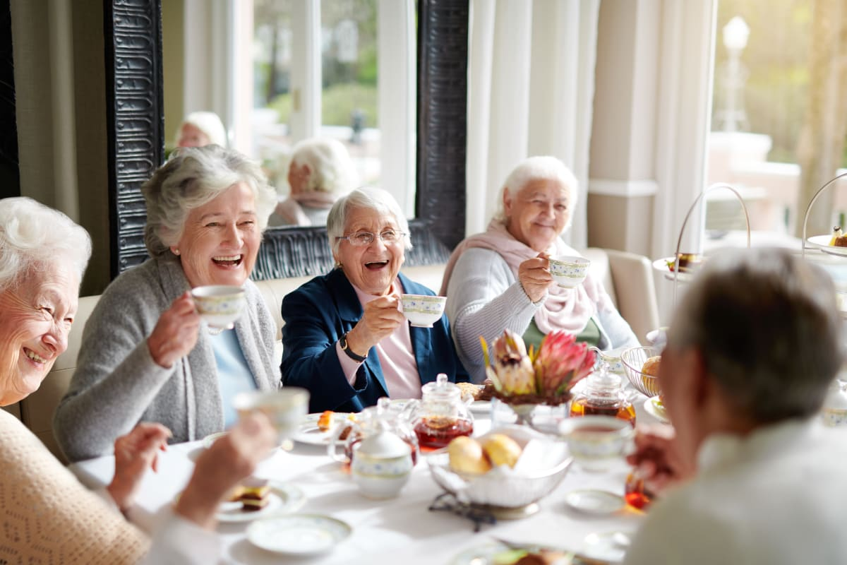 Residents enjoying a meal together at Truewood by Merrill, Ocean Springs in Ocean Springs, Mississippi.