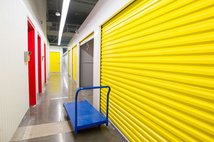 store belongings in a self storage unit