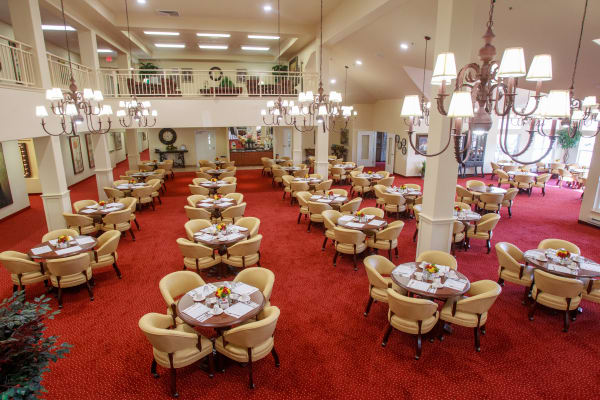 Main dining hall at Springwood Landing Gracious Retirement Living in Vancouver, Washington