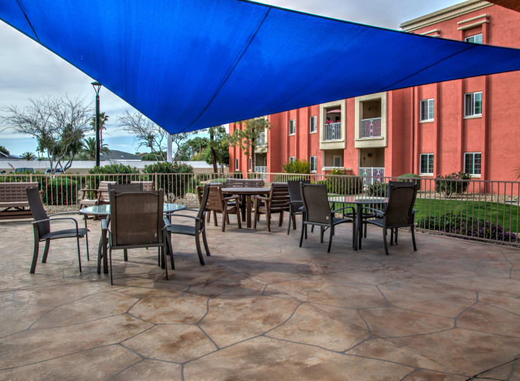 Dining on the outdoor terrace at Casa Del Rio Senior Living in Peoria, Arizona