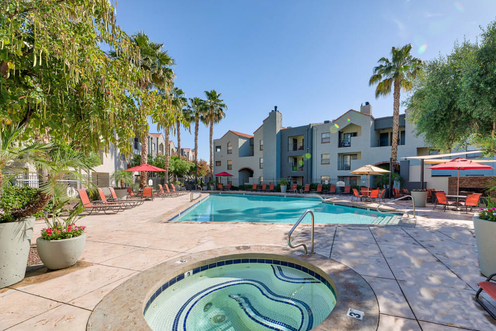 Enjoy Apartments with a Hot Tub at Greenspoint at Paradise Valley