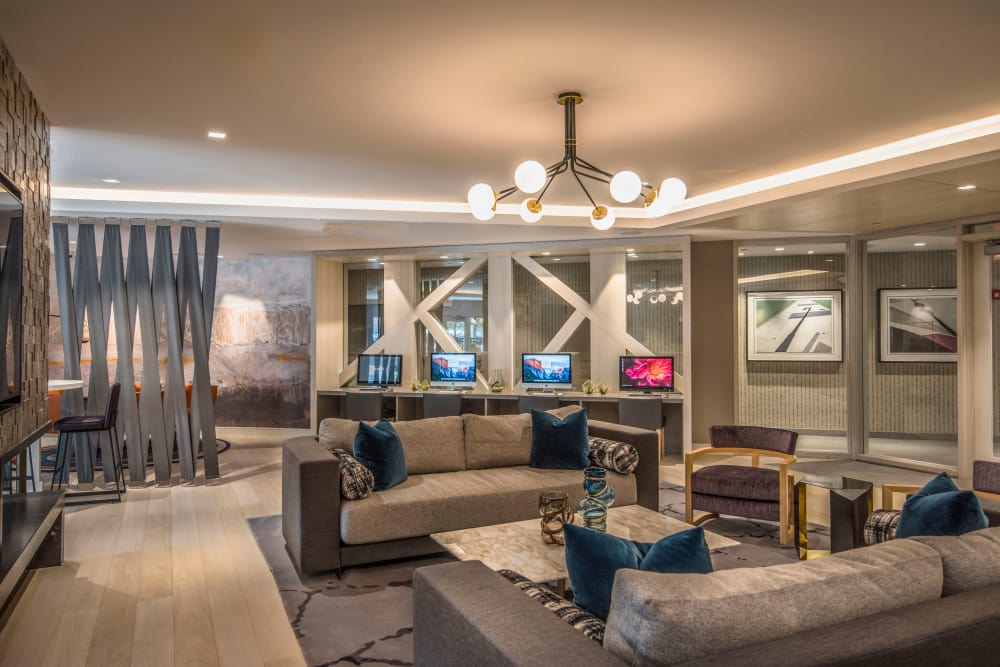 The Chase at Overlook Ridge offers a spacious living room in Malden, Massachusetts