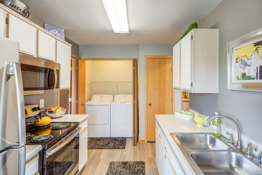 Luxurious kitchens at our apartments for rent in Lawrence
