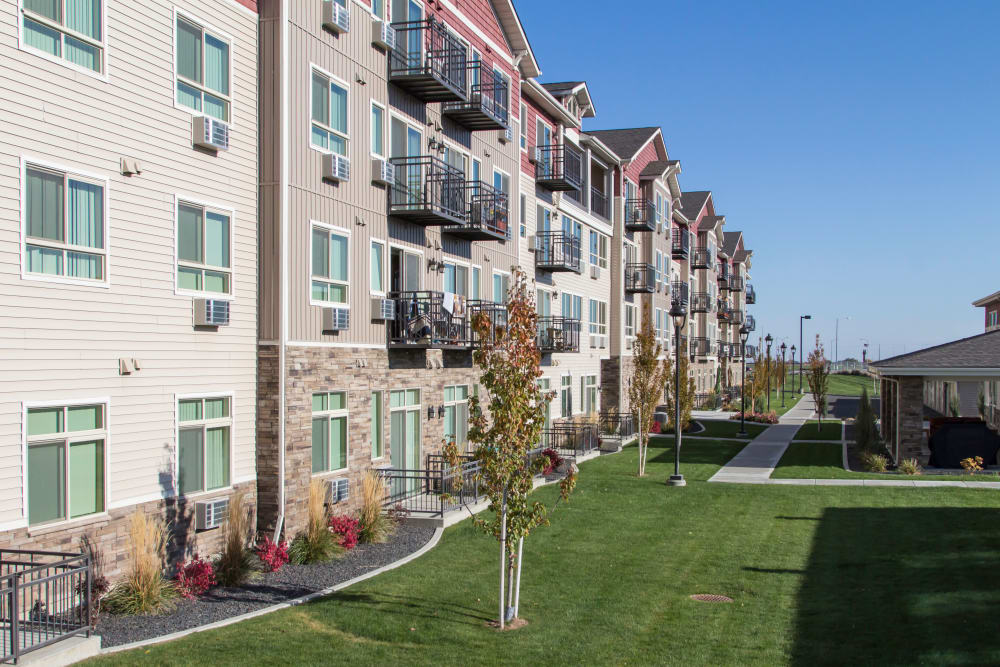 Spacious walking paths at Affinity at Southridge in Kennewick, WA