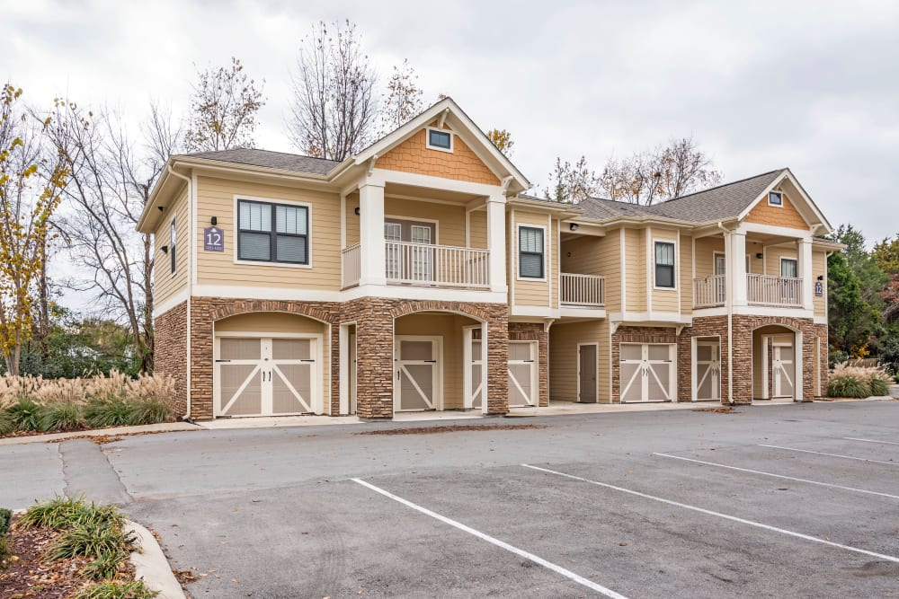 Exterior view of resident buildings at Richland Falls in Murfreesboro, Tennessee