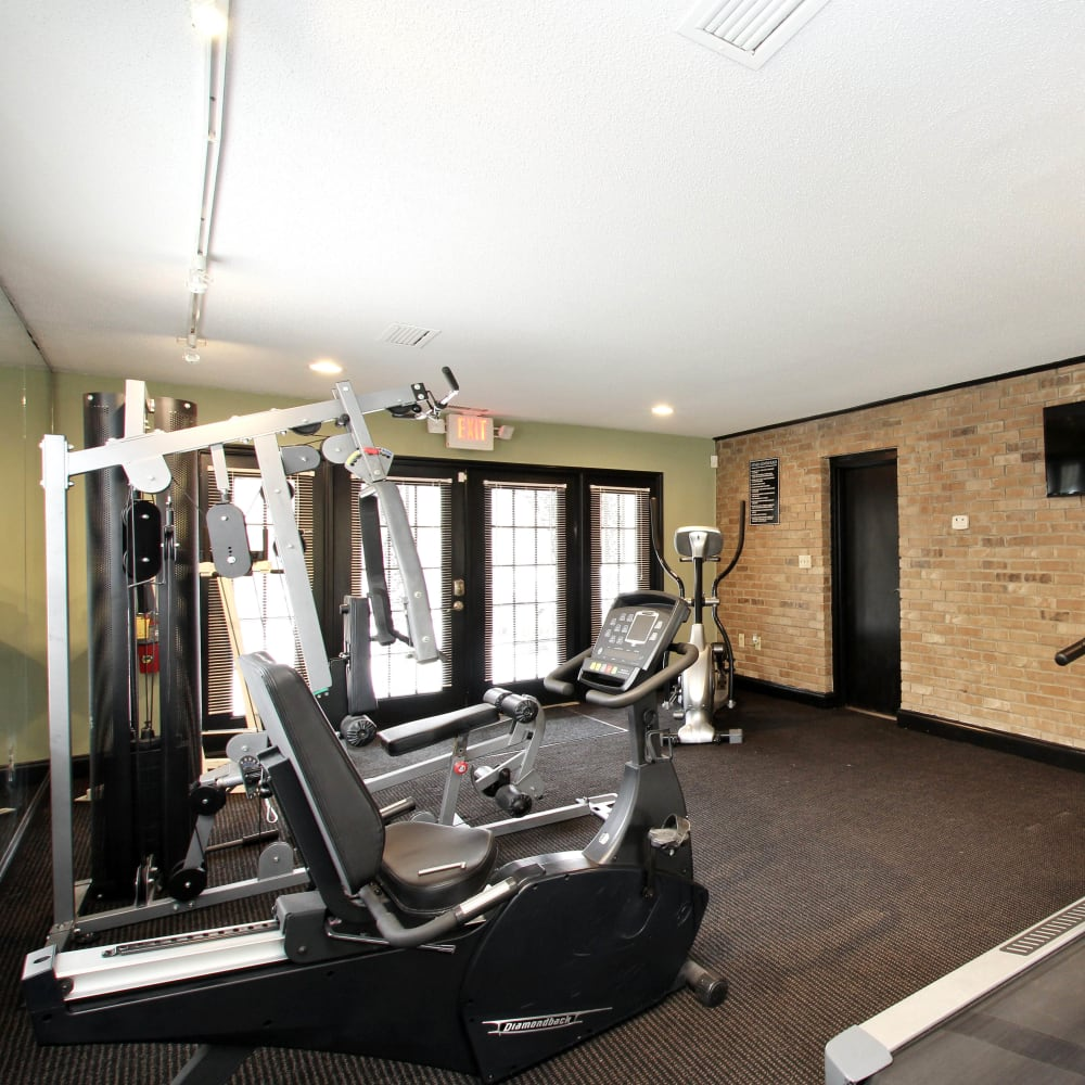 Onsite fitness center at Alturas Embry Hills in Doraville, Georgia
