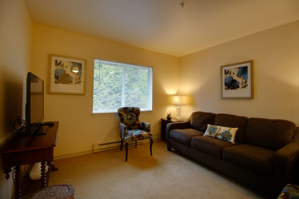 A spacious resident apartment at Patriots Glen in Bellevue, Washington.