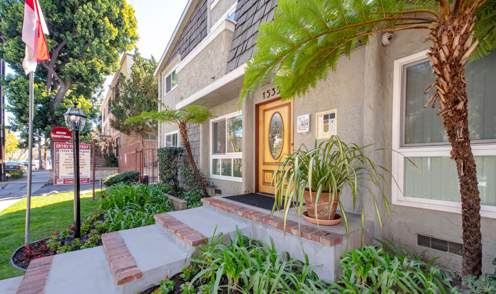 Door steps at The Windsor in Sherman Oaks, California
