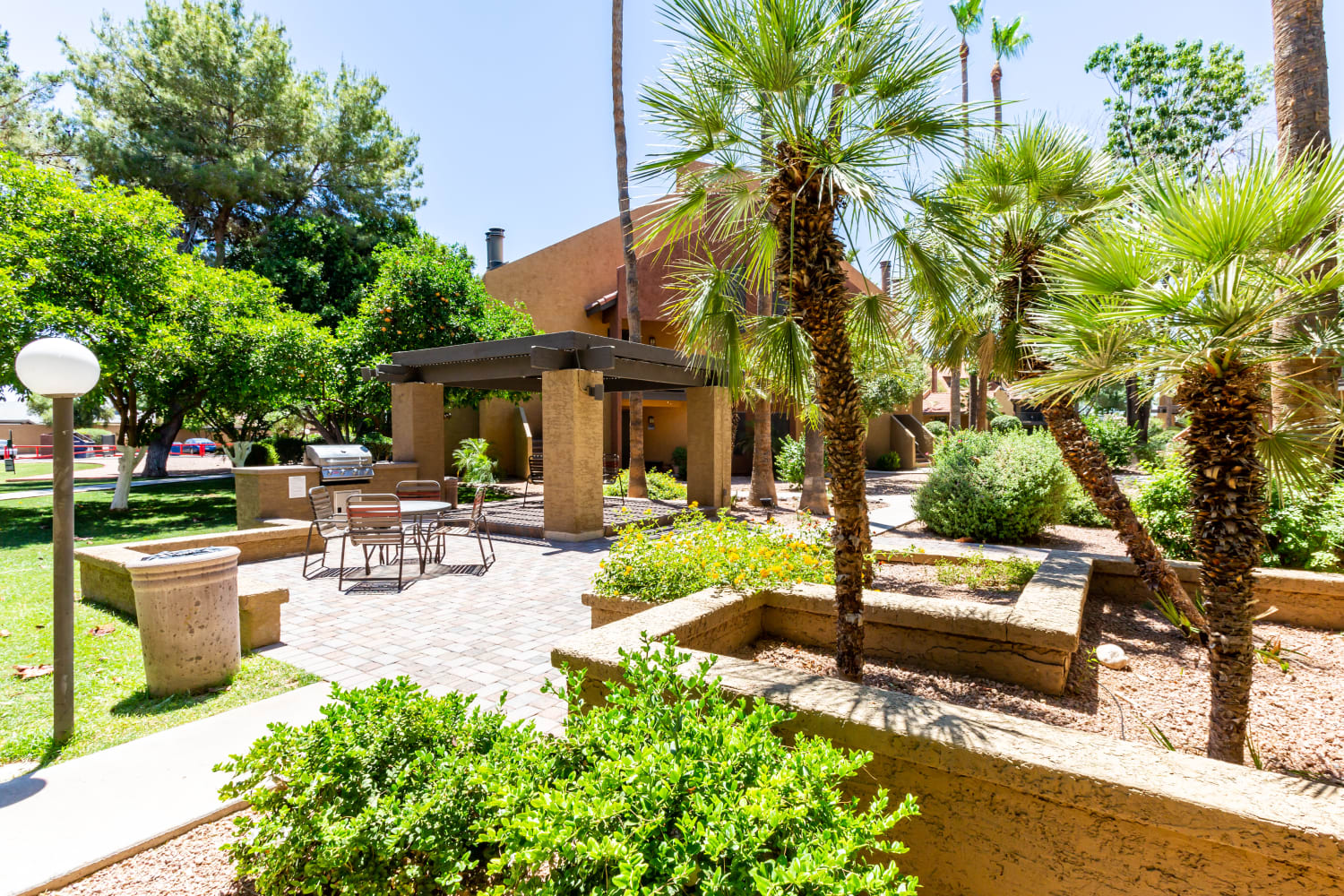 Courtyard at Waterford Place Apartments in Mesa, Arizona