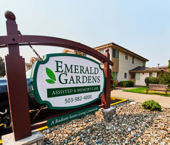 Exterior view of Emerald Gardens in Woodburn, OR