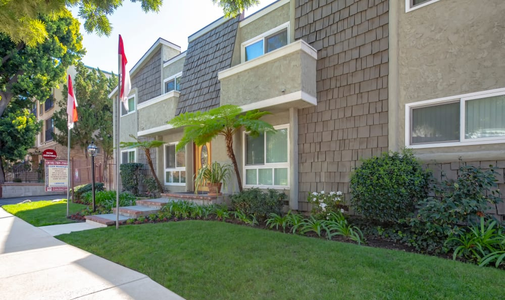 The main entrance of The Windsor in Sherman Oaks, California