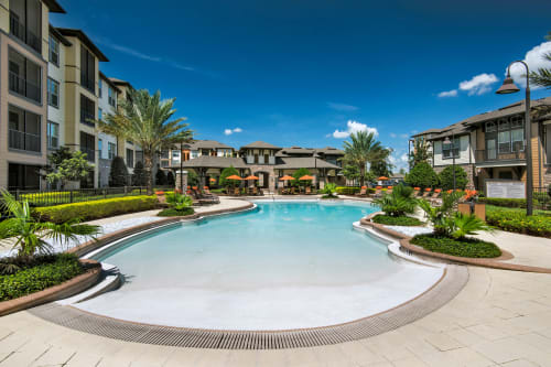 View the amenities at The Courtney at Universal Boulevard in Orlando, Florida