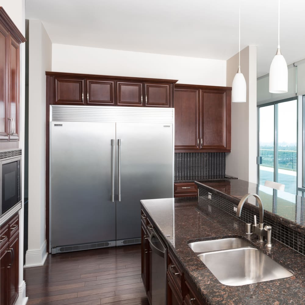 Fully equipped kitchen at The Heights at Park Lane in Dallas, Texas