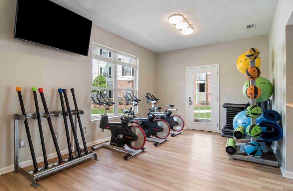 A resident on a treadmill in Dallas, Georgia near Ten68 West
