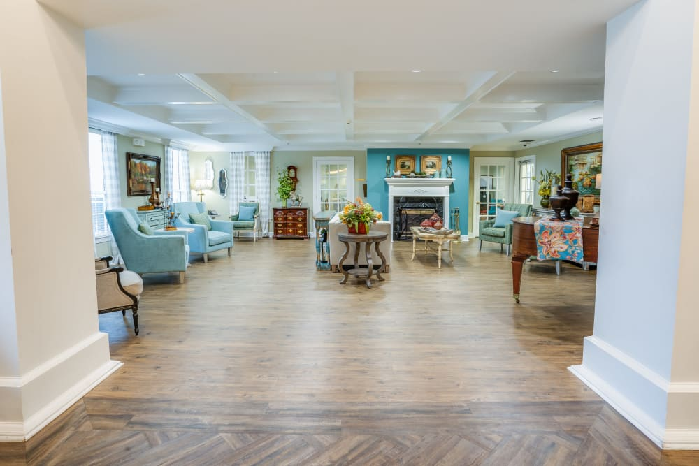 Community living room at St. Augustine Plantation in Tallahassee, Florida