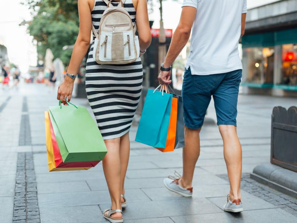 Couple shopping near BB Living at Vistancia in Peoria, Arizona