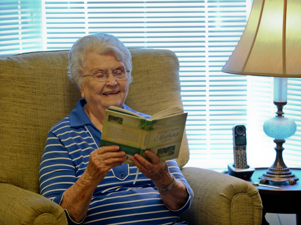 Resident catching up on some reading while staying at Azalea Estates