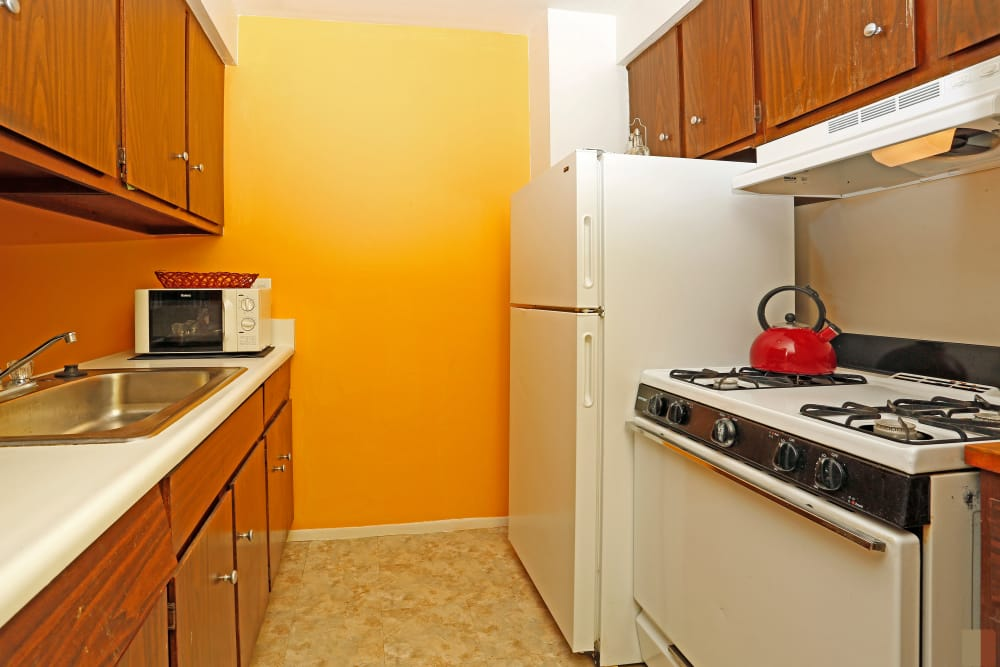 Utica Square Apartments offers a modern kitchen in Roseville, Michigan