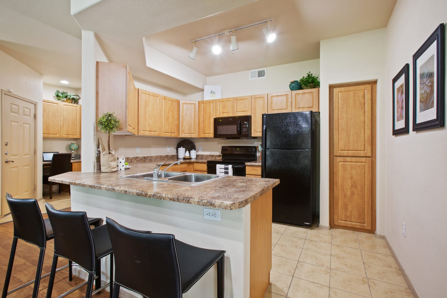 Well appointed kitchen at Dobson 2222 in Chandler, Arizona