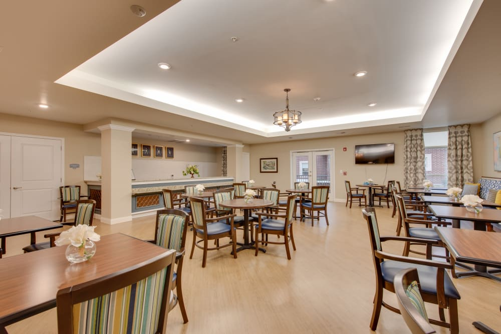 The dining room at Harmony at Oakbrooke in Chesapeake, Virginia