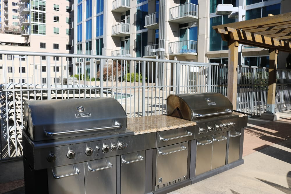 apartments with grills