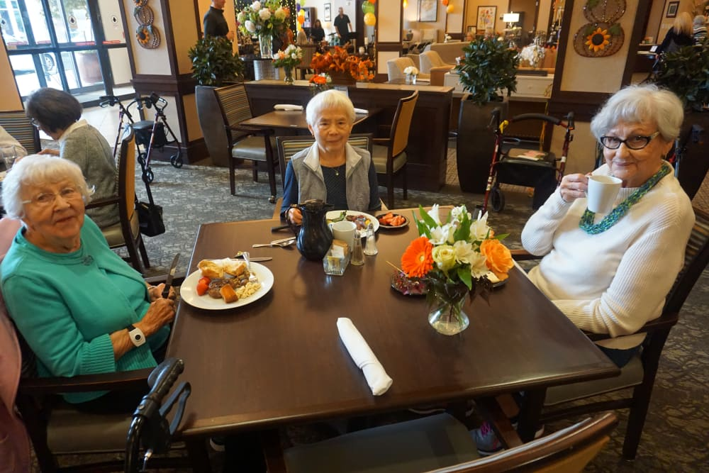 Ladies enjoying lunch at our senior living community in Kirkland, WA