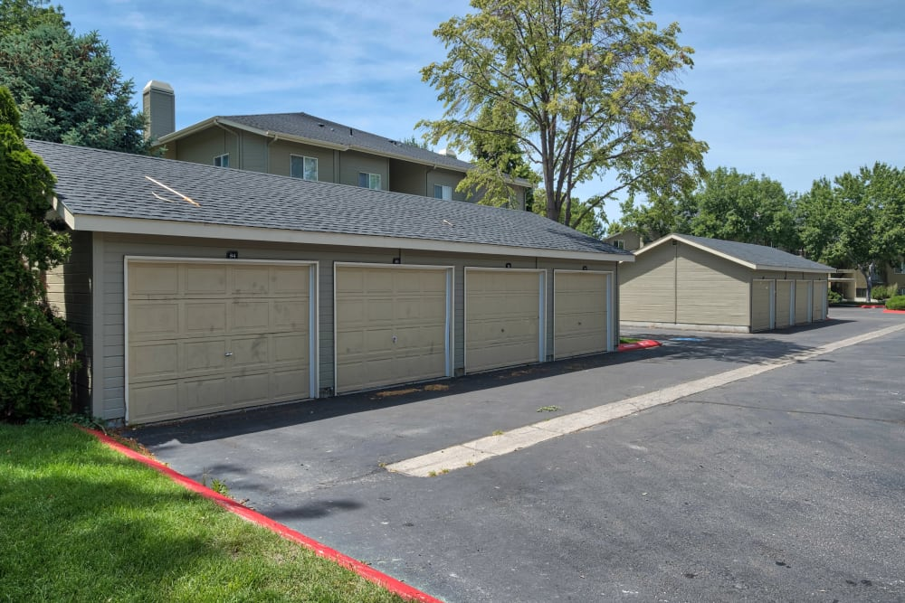 Garages at Arbor Crossing Apartments in Boise, ID