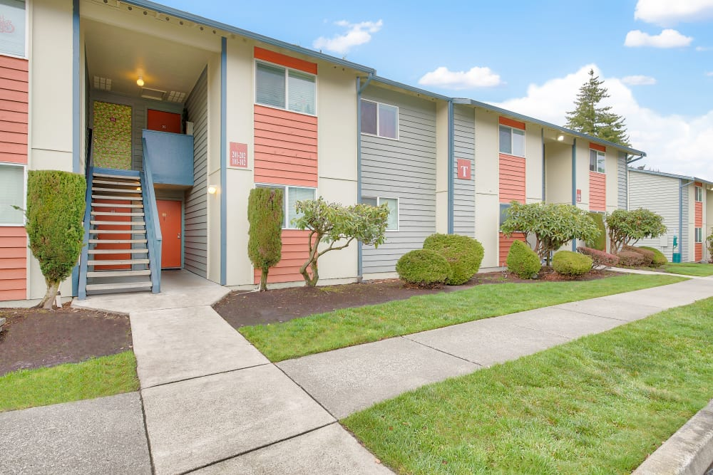 Exterior of Copperstone Apartment Homes in Everett, Washington