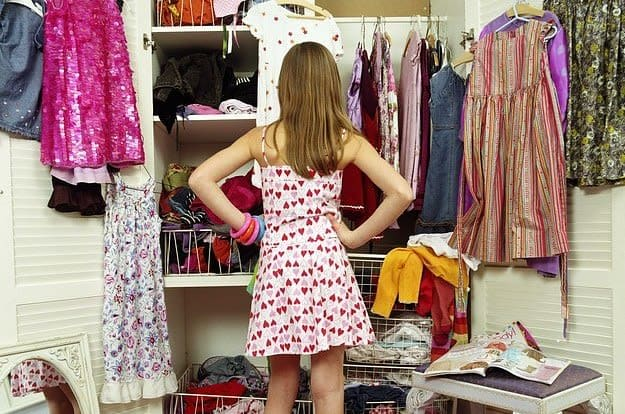 declutter closet clothes