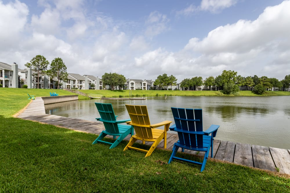 Lawn chairs on the waterside at Signature Point Apartments