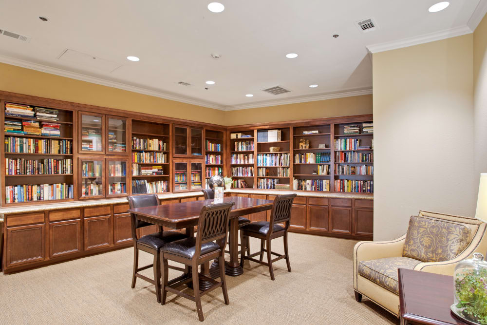 The library at Clayton Oaks Living in Richmond, Texas