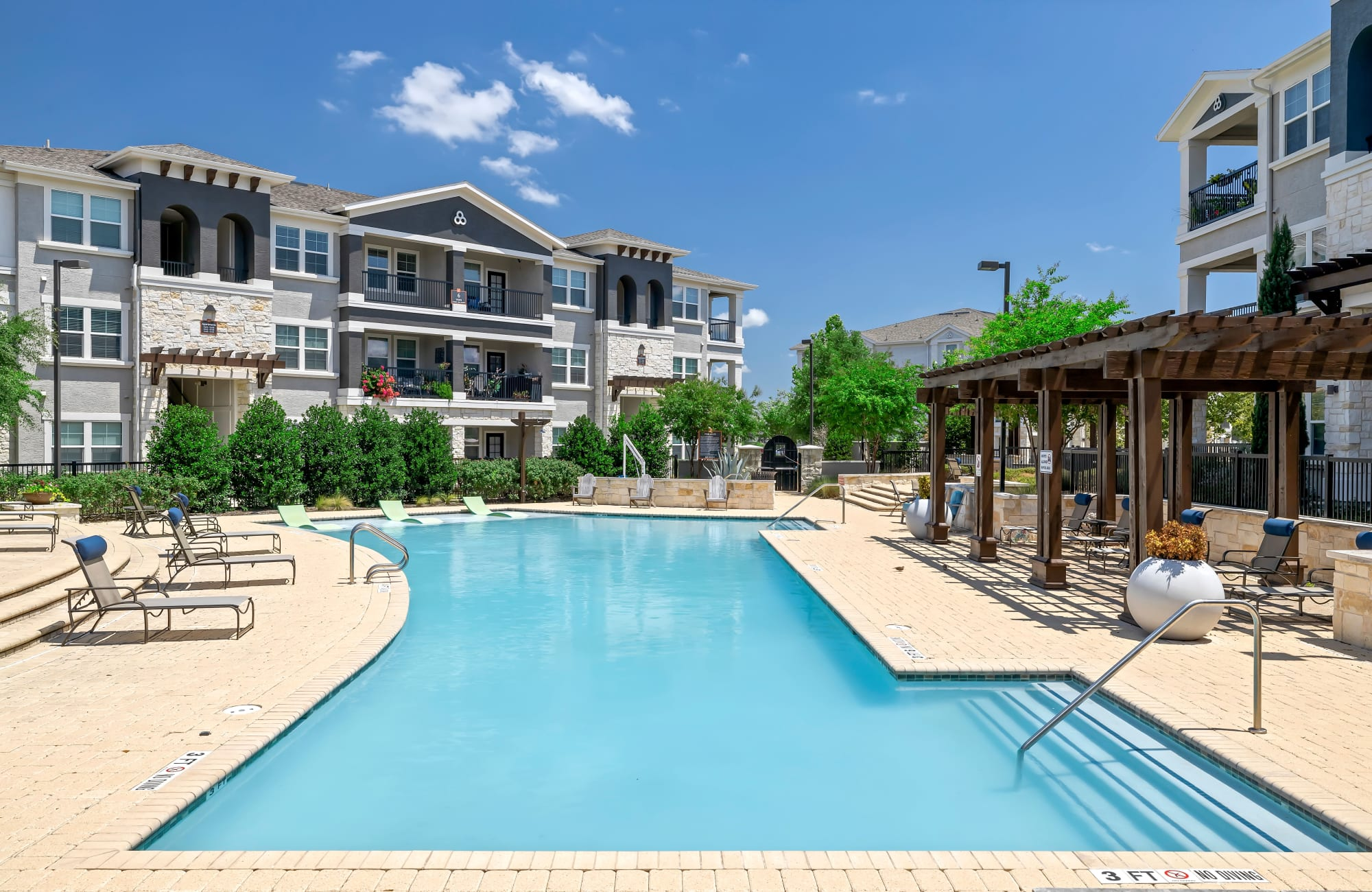 Apartments at Wiregrass at Stone Oak in San Antonio, Texas