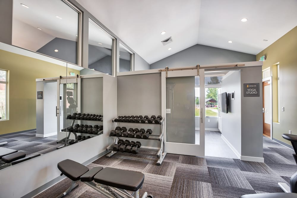 Vistas at Stony Creek Apartments offers apartments with a gym in Littleton, Colorado