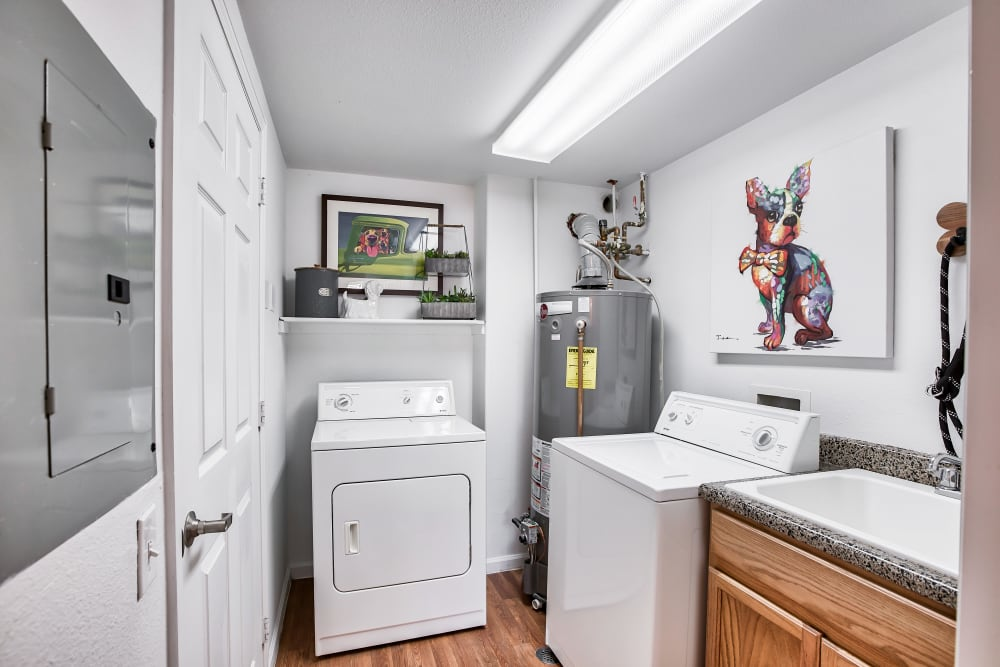 Vistas at Stony Creek Apartments offers apartments with washer/dryers in Littleton, Colorado