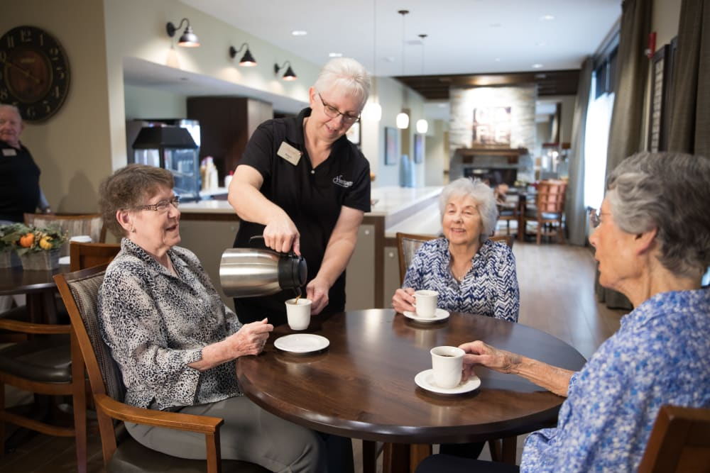 Residents drinking coffee together at The Heritage at Fountain Point in Norfolk, Nebraska