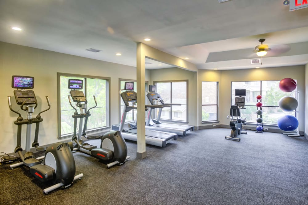 Fitness center at Enclave at Water's Edge Apartments in Austin, Texas