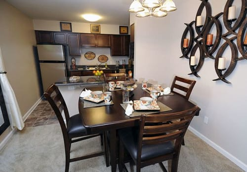Dinning room at Emerald Pointe Apartment Homes in Harvey, Louisiana