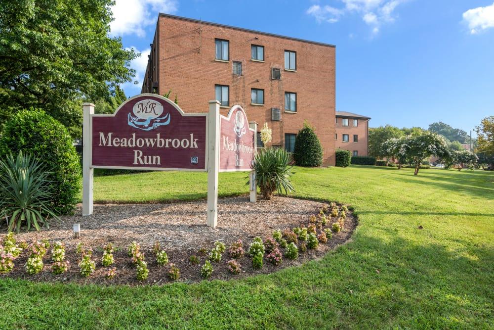 Property sign at Meadowbrook Run