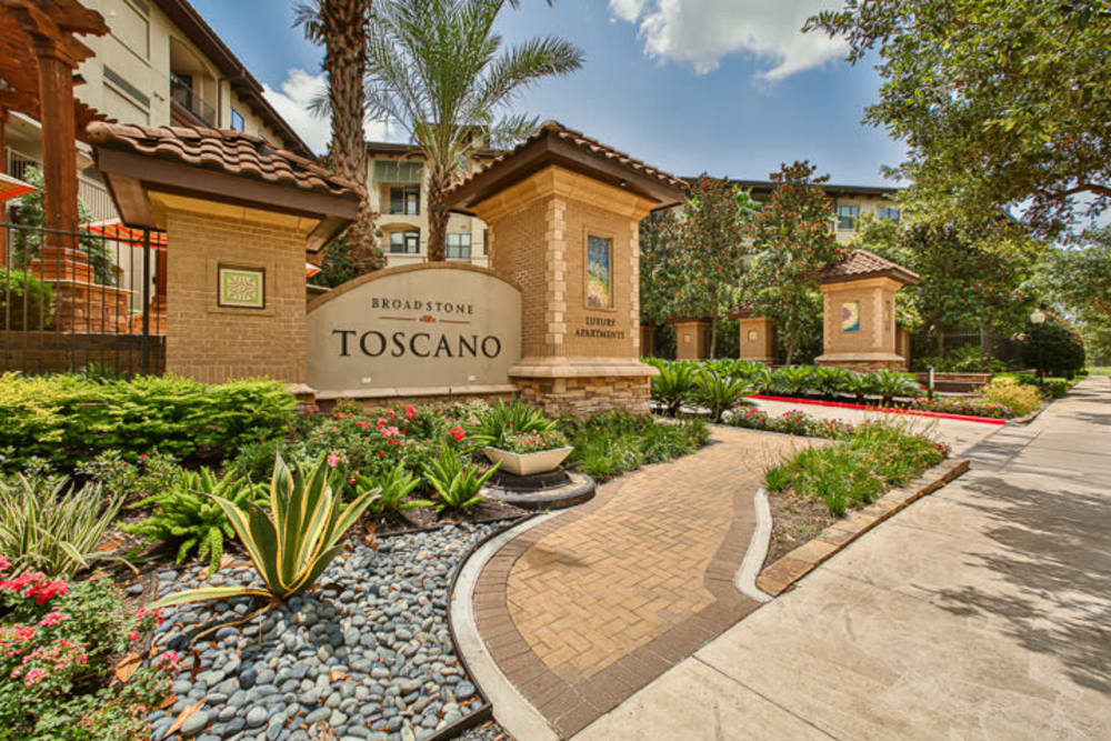 Front entrance to Broadstone Toscano in Houston, Texas