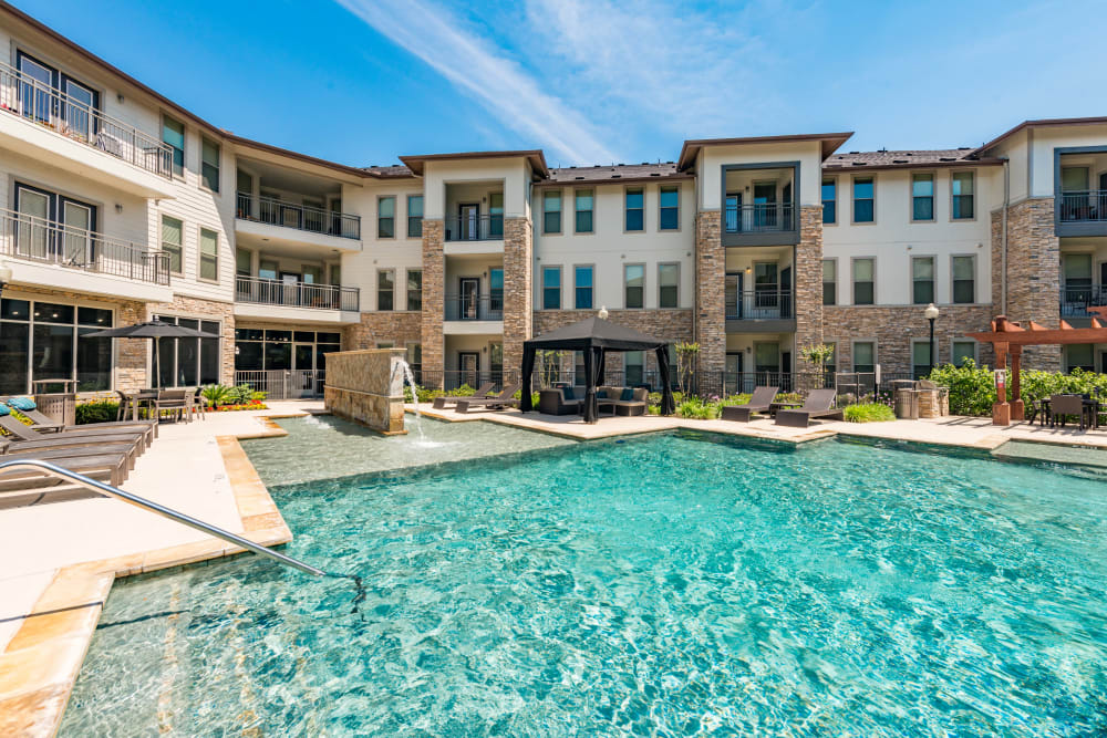 Pool stairs at Olympus at Waterside Estates in Richmond, Texas