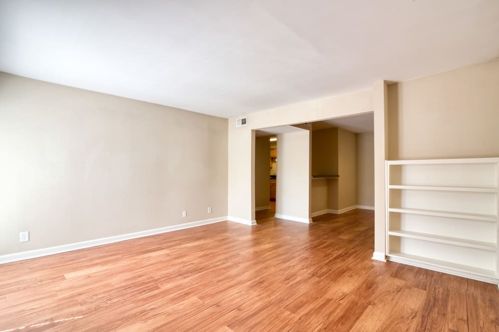 Spacious living area at 865 Bellevue Apartments in Nashville, Tennessee
